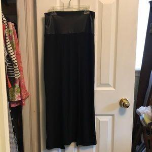 Women's Skirt With Reo Side Slits